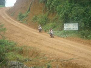 Jalan menuju desa Peluntan