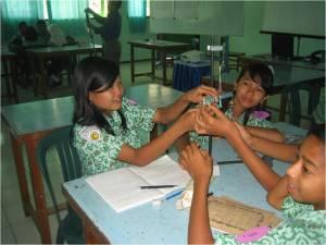 Siswa sedang aktif belajar